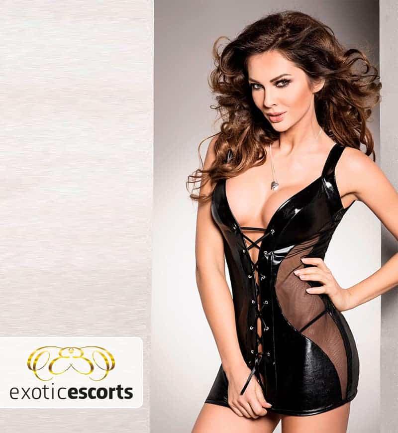 Wetlook-Kleid_mit_Schnuerung_schwarz_1---Exotic-Escorts